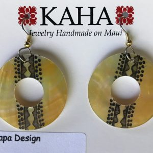 Tapa donut shapred mother of pearl earrings.